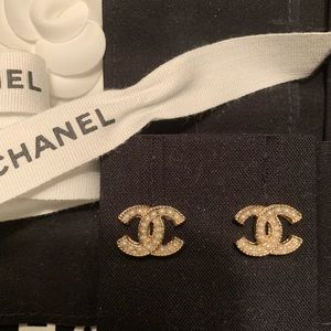 Chanel classic gold and pearl earrings